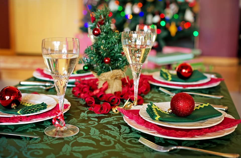 クリスマスパーティーに家族や友人をご招待